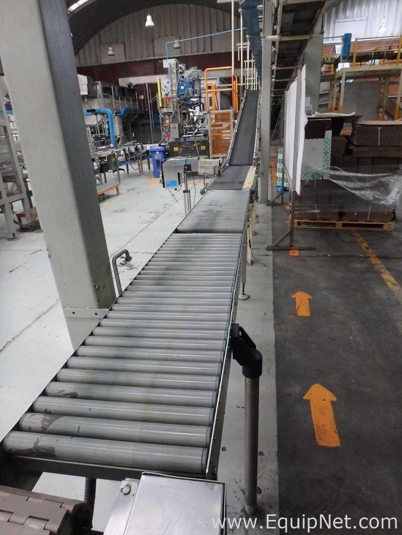 CSI Elevated Conveyor mit einer Mischung aus Gurtförderer und Rollenförderer für das fertige Produkt