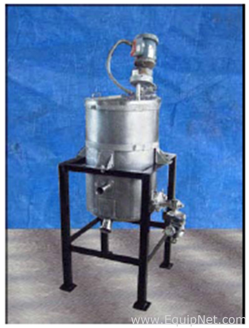 Tanque de aço inoxidável Genemco não utilizado com Perma-San Mixer PGS-40A de 4 galões