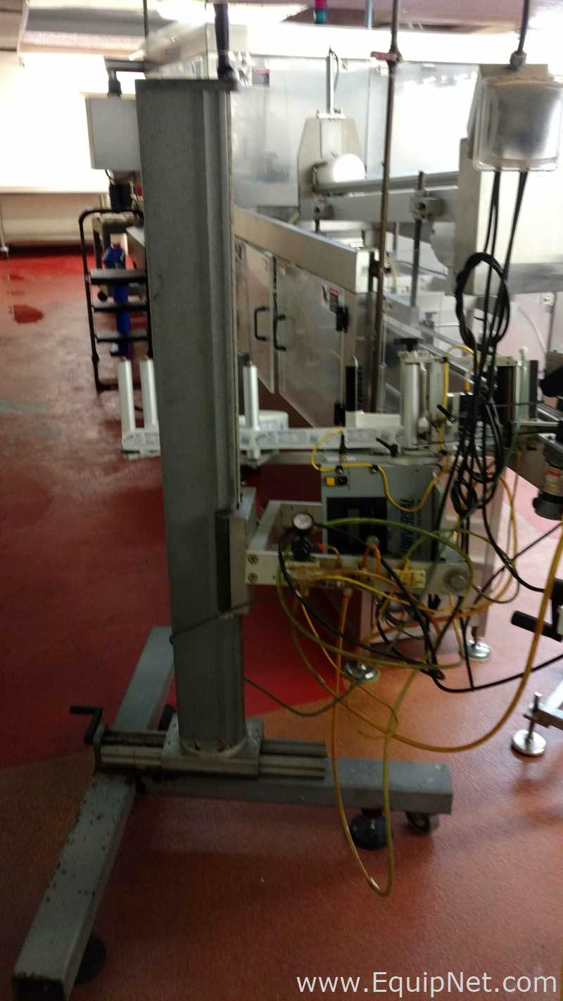 Universal Labeling Systems SL 2000 Wipe on Labeler con soporte