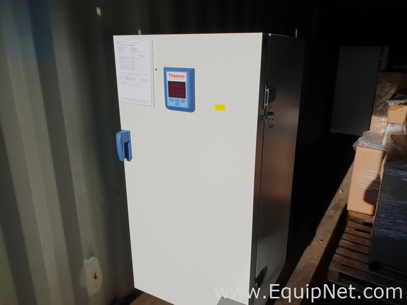 Incubadora Thermo Scientific Heratherm IMH400-S
