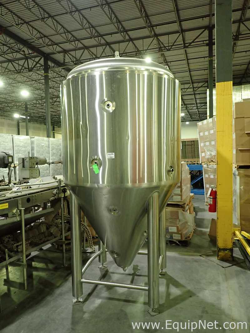 Operaciones de elaboración de cerveza Alpha Tanque con camisa de acero inoxidable de aproximadamente 650 galones
