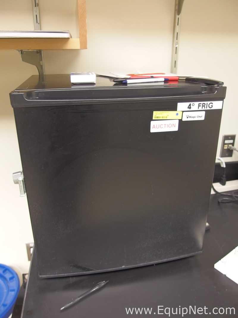 Geladeira de bancada inferior Magic Chef MCBR175B
